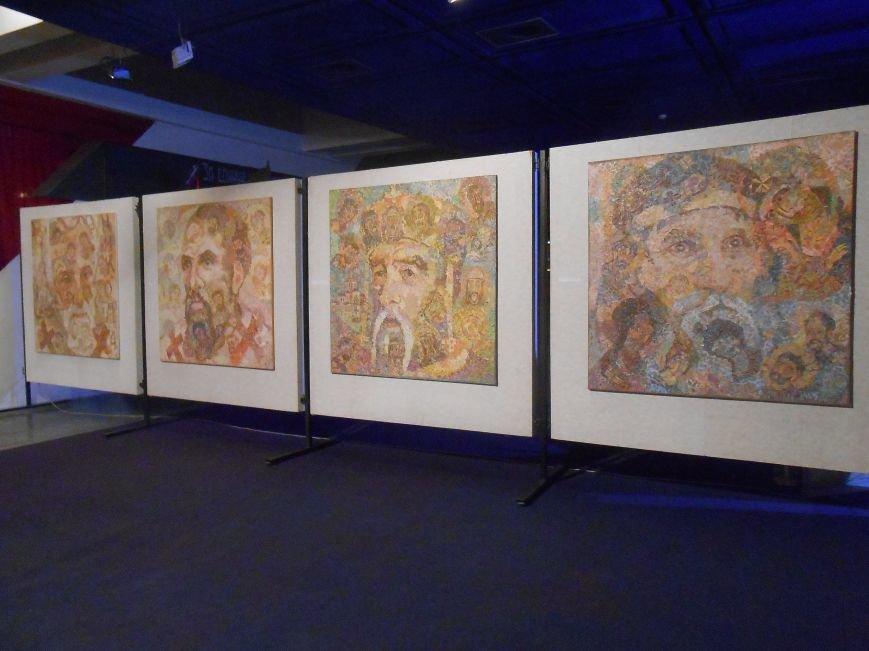 В музее истории Днепродзержинска открылась художественная выставка «Молитва за Украину» (фото) - фото 8