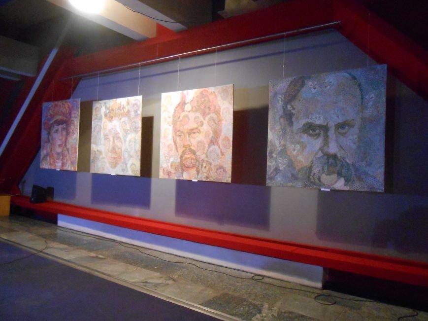 В музее истории Днепродзержинска открылась художественная выставка «Молитва за Украину» (фото) - фото 2