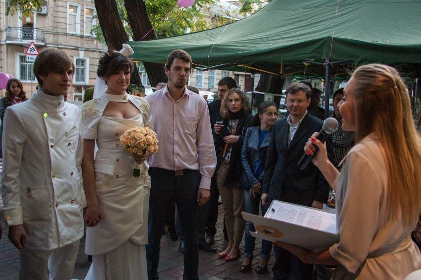 Одесситы устроили пышную свадьбу прямо на улице (ФОТО) (фото) - фото 1