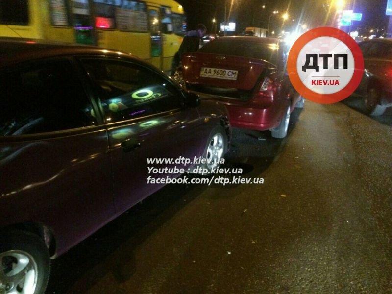 На Одесской площади пьяный водитель разбил три машины (ФОТО), фото-3