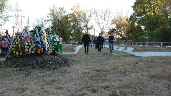 Александрийский «Азов» убрал воинское кладбище (фото) - фото 1