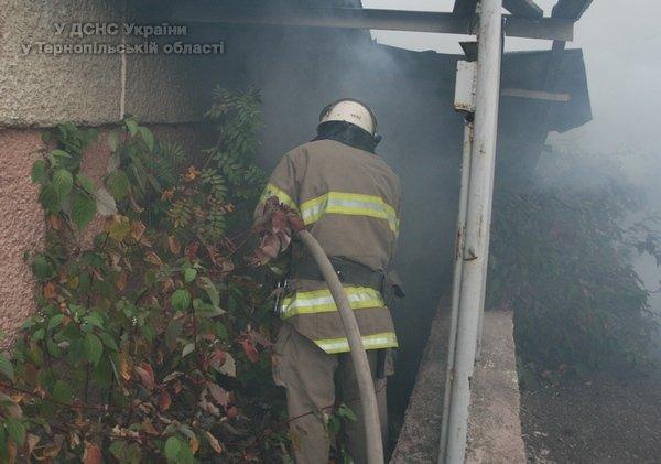 У Тернополі через пожежу в підвалі ледь не згорів багатоквартирний будинок (відео, фото) (фото) - фото 1