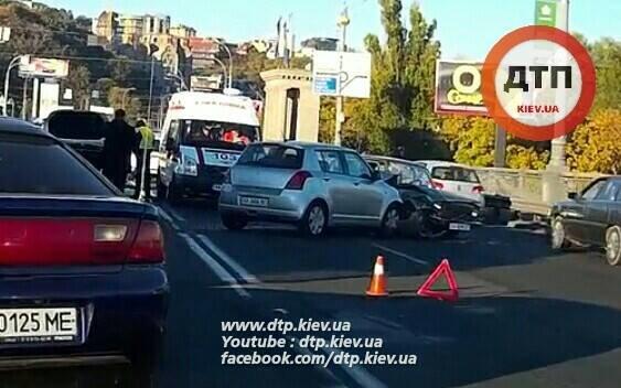 На мосту Патона столкнулись 4 автомобиля, есть пострадавшие (ФОТО), фото-5