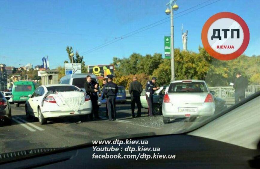 На мосту Патона столкнулись 4 автомобиля, есть пострадавшие (ФОТО), фото-4