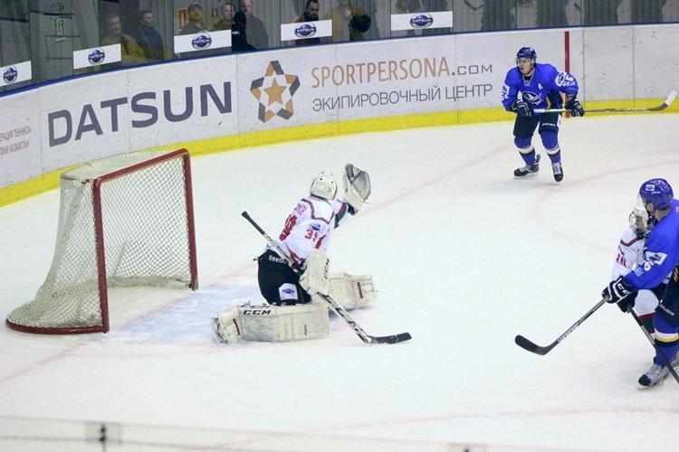 Хоккеисты МХК «Алтай» ушли от поражения за секунду до сирены, но все равно проиграли, фото-9