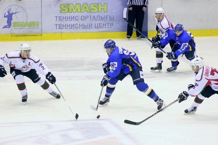 Хоккеисты МХК «Алтай» ушли от поражения за секунду до сирены, но все равно проиграли, фото-3