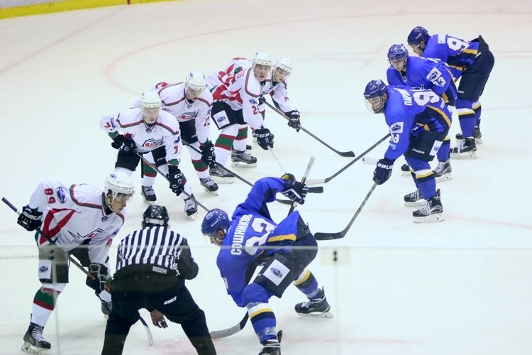 Хоккеисты МХК «Алтай» ушли от поражения за секунду до сирены, но все равно проиграли, фото-10
