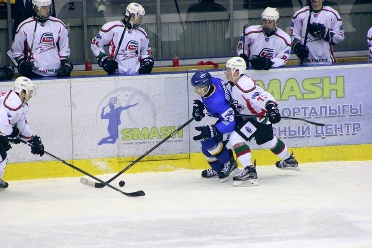Хоккеисты МХК «Алтай» ушли от поражения за секунду до сирены, но все равно проиграли, фото-8