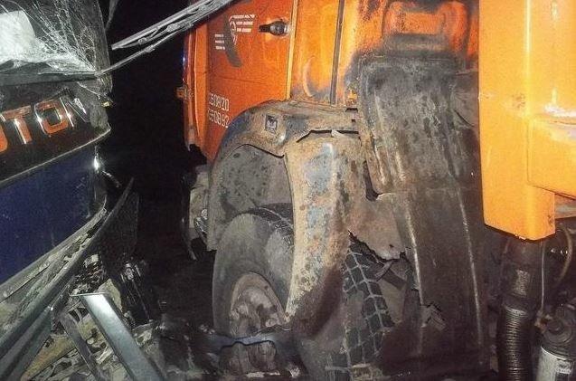 В Харькове два грузовика столкнулись «лоб в лоб» (ФОТО) (фото) - фото 1