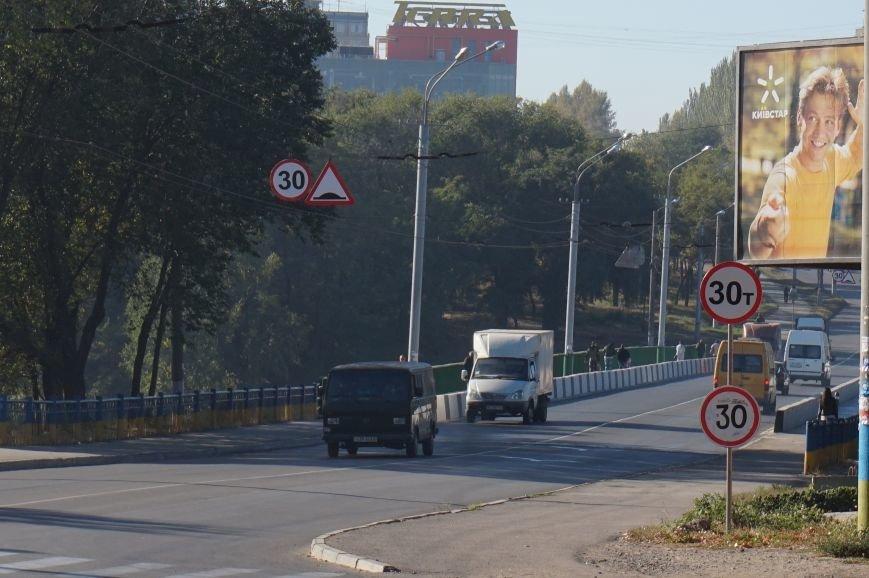 Полтора месяца продержался мост Заречный -129 квартал: посередине проезжей части пошла трещина (ФОТО) (фото) - фото 1