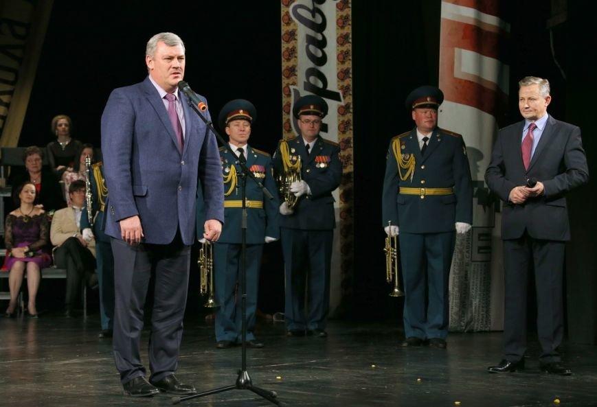 Вчера свой юбилей  отметил праздничным «капустником» Академический театр драмы РК имени В. Савина, фото-1