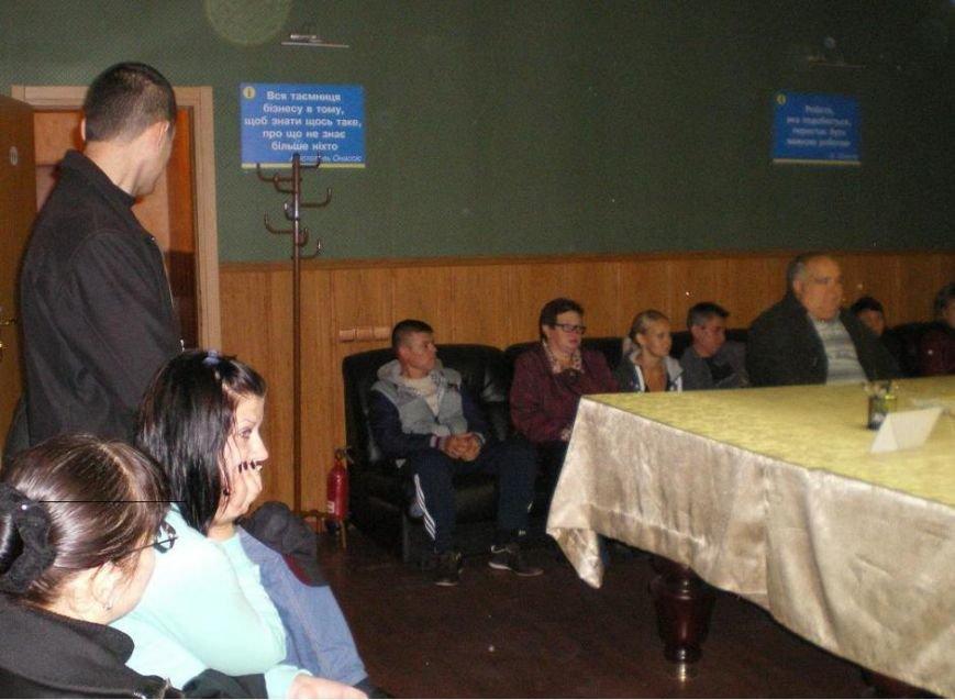 Традиционно «Під одним дахом»: в Димитрове получили исчерпывающие информационные консультации 26 человек (фото) - фото 1