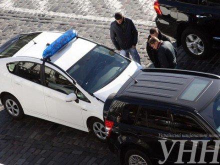 На Крещатике автомобиль МВД столкнулся с легковушкой (ФОТОФАКТ) (фото) - фото 2