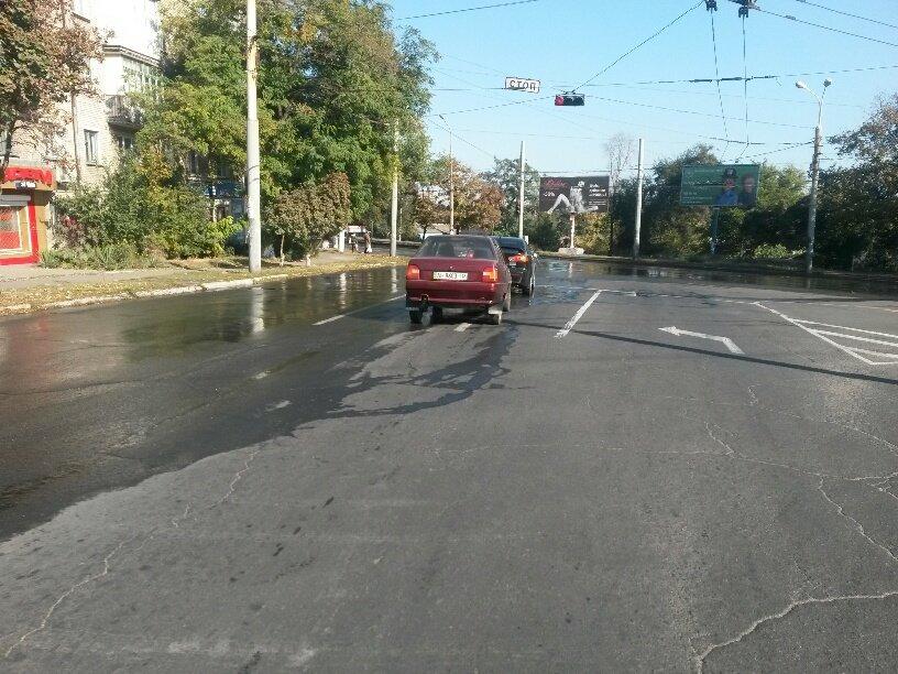 В Мариуполе питьевая вода затопила ул. Бахчиванджи (ФОТО), фото-1