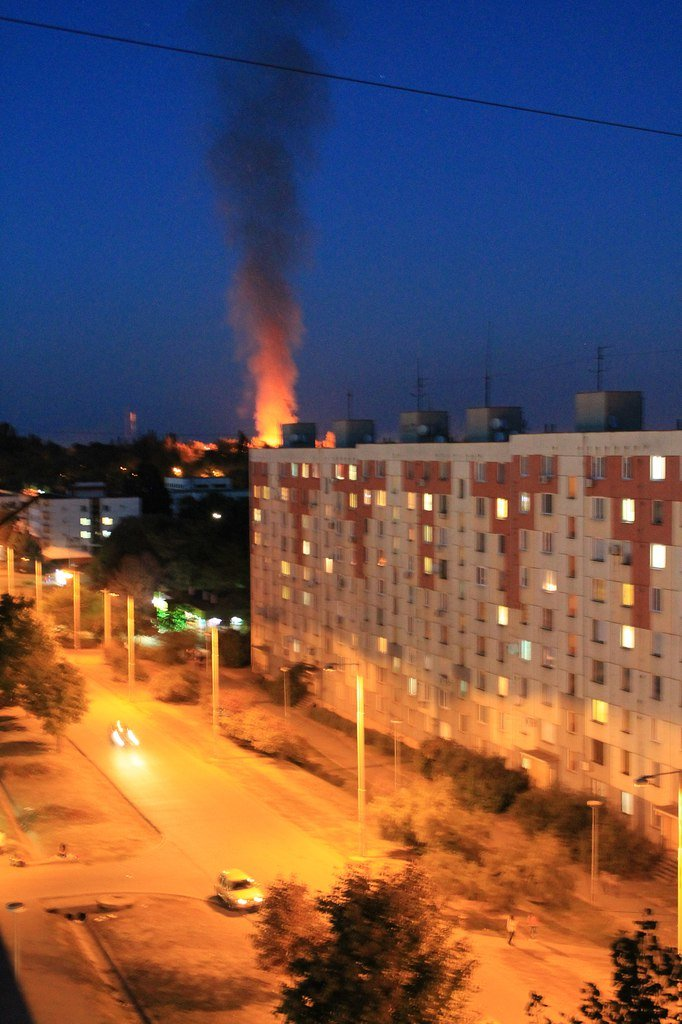 Пожар на Макулане в Кривом Роге и пламя высотой в многоэтажный дом вчера вечером заставили жителей микрорайона поволноваться (ФОТО, ВИДЕО) (фото) - фото 2