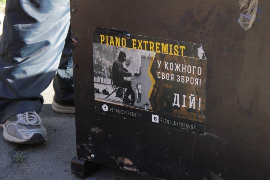 Piano Extremist играл на улице для жителей Доброполья (ФОТО, ВИДЕО), фото-1