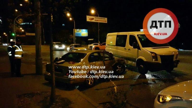На Соломенской столкнулись две легковушки и микроавтобус (ФОТО, ВИДЕО), фото-1