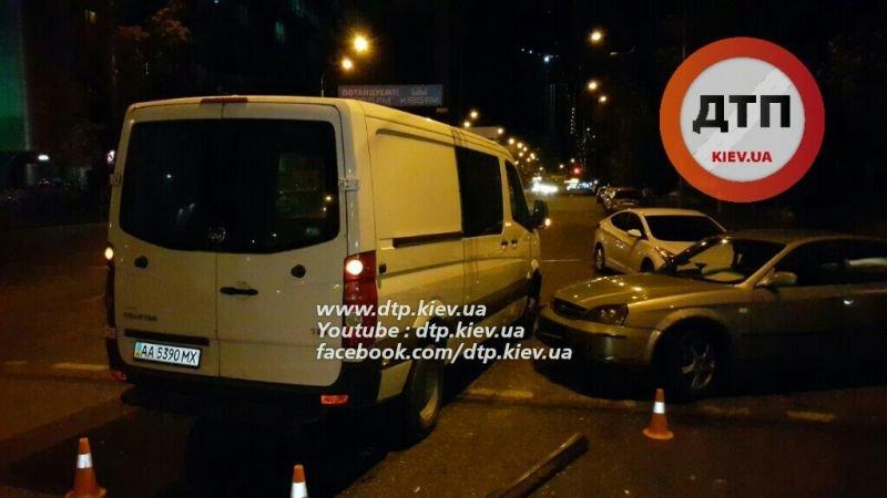 На Соломенской столкнулись две легковушки и микроавтобус (ФОТО, ВИДЕО), фото-5