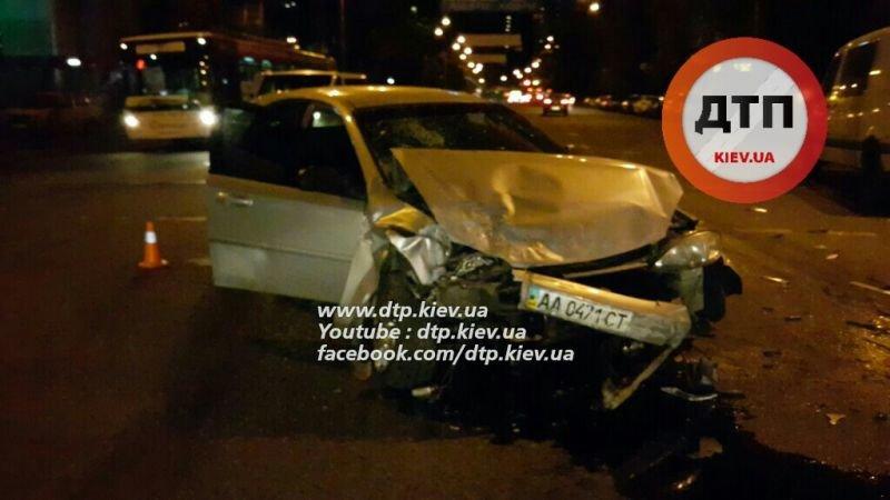 На Соломенской столкнулись две легковушки и микроавтобус (ФОТО, ВИДЕО), фото-4