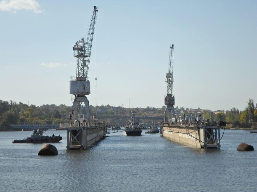 В Николаеве полным ходом идет ремонт ракетного катера и корабля морской охраны (ФОТО), фото-1