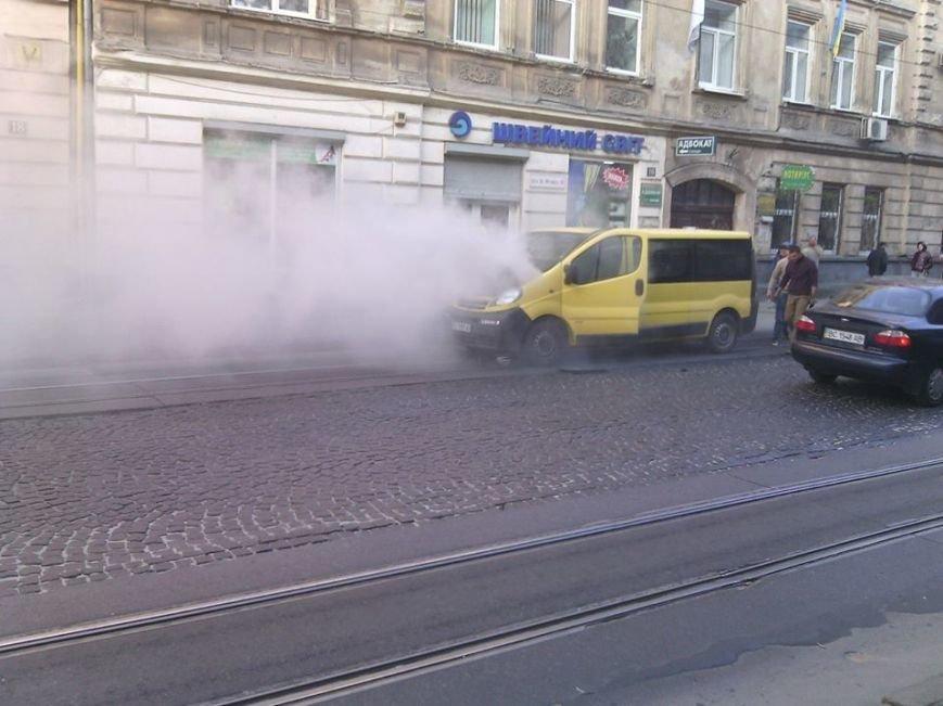 У Львові на проїжджій частині загорівся автомобіль (ФОТО), фото-3