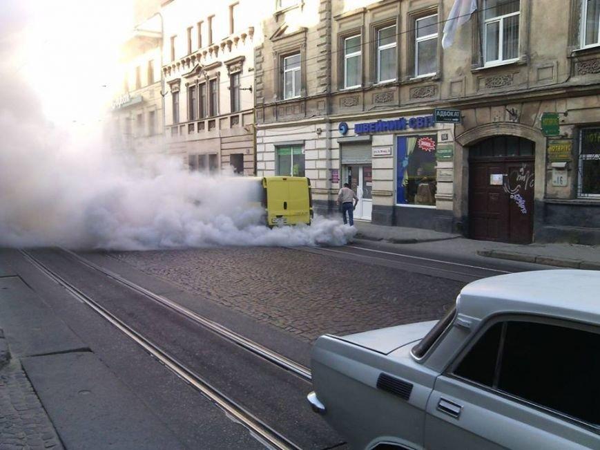 У Львові на проїжджій частині загорівся автомобіль (ФОТО), фото-5