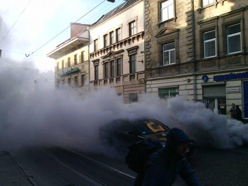 У Львові на проїжджій частині загорівся автомобіль (ФОТО), фото-1