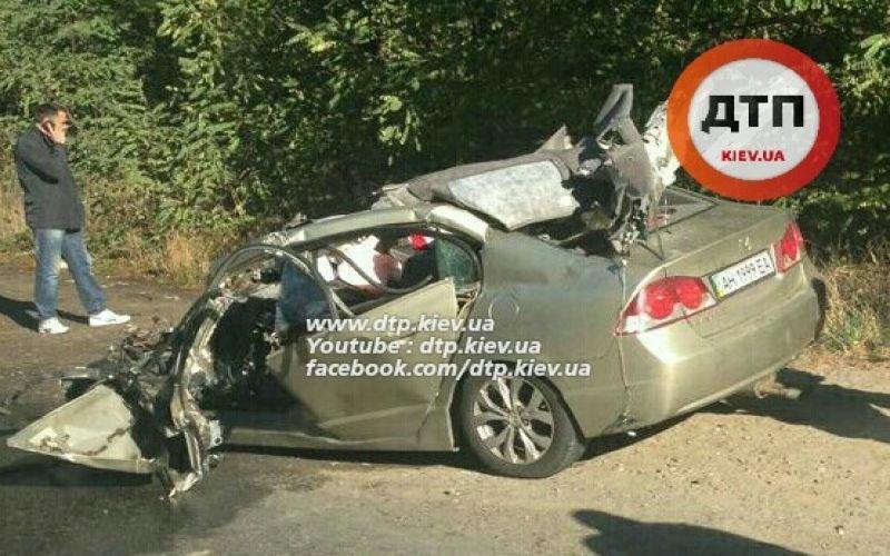 В Киеве водитель легковушки погиб, врезавшись в грузовик (ФОТО), фото-3