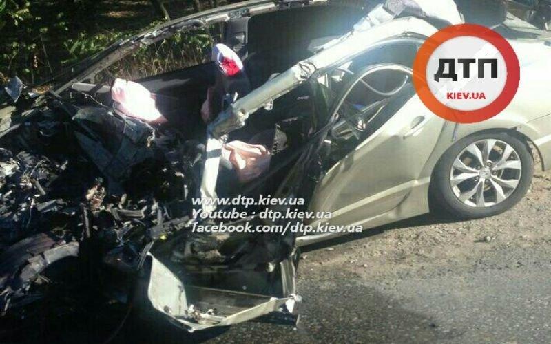 В Киеве водитель легковушки погиб, врезавшись в грузовик (ФОТО), фото-1