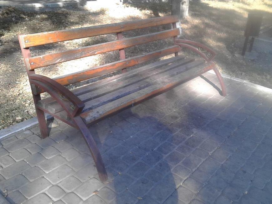 В Мариуполе появились лавочки для карликов (ФОТОФАКТ), фото-1