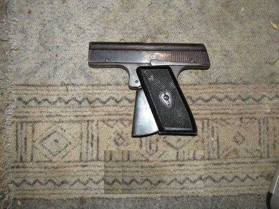 У жителя Черниговской области нашли 10 мешков конопли и оружие (фото) - фото 1
