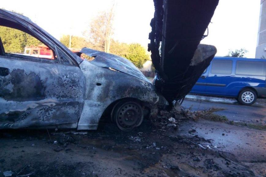 Водитель «Ланоса» в Чернигове после ДТП спасся, а его автомобиль - нет, фото-1