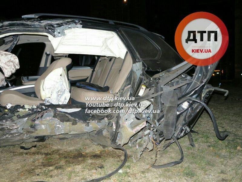На Оболони водитель BMW X5 врезался в столб, погиб пассажир (ФОТО), фото-2