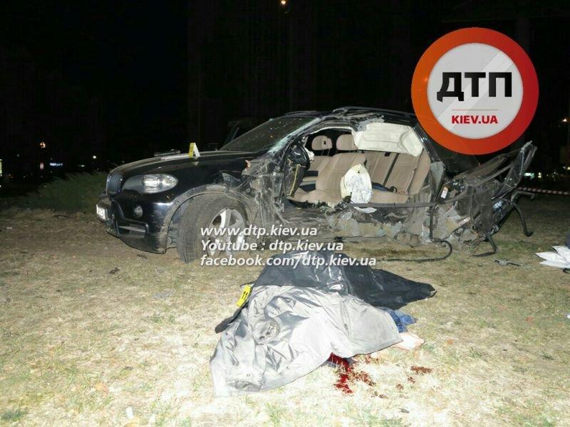 На Оболони водитель BMW X5 врезался в столб, погиб пассажир (ФОТО), фото-6