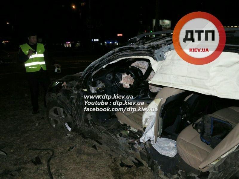 На Оболони водитель BMW X5 врезался в столб, погиб пассажир (ФОТО), фото-5