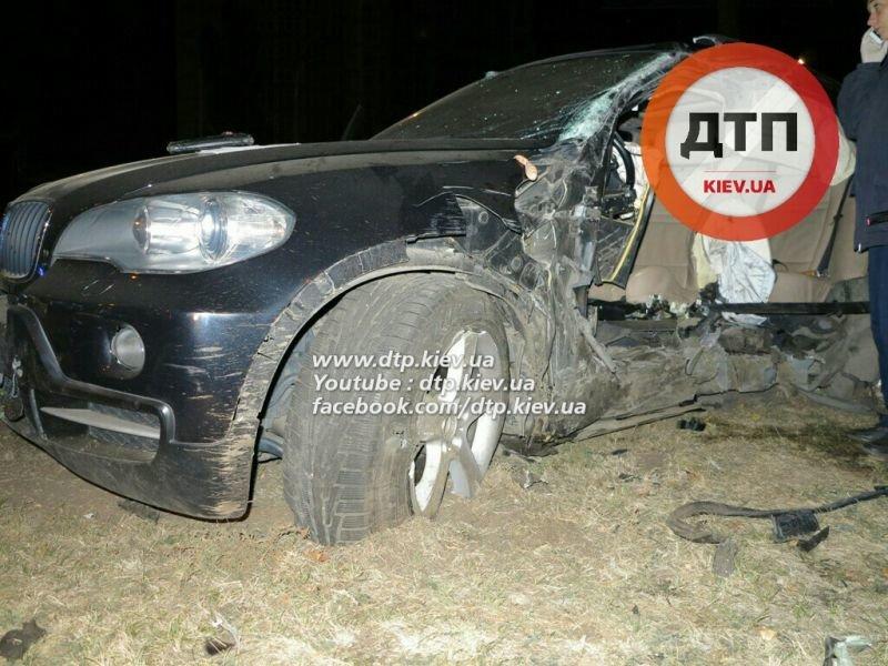На Оболони водитель BMW X5 врезался в столб, погиб пассажир (ФОТО), фото-3
