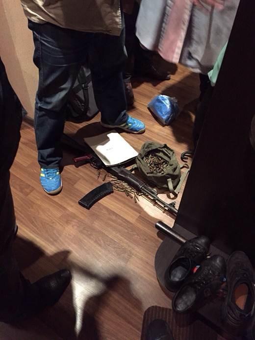 В Северодонецке задержан оперуполномоченный с сообщником, бравшие взятки с правонарушителей (ФОТО) (фото) - фото 2