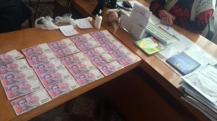 В Днепродзержинске чиновника и директора учебного заведения подозревают во взяточничестве (фото) - фото 2