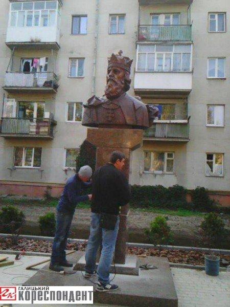 В Івано-Франківську встановили погруддя королю Данилу Галицькому (ФОТО), фото-1