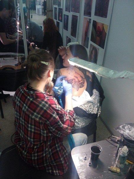 Львів'яни масово роблять татуювання: у Львові стартував Tattoo Fest 2015 (ФОТОРЕПОРТАЖ) (фото) - фото 1