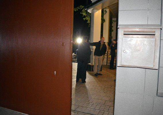 Во дворе дома Кивалова взорвалась граната (ФОТО, ОБНОВЛЯЕТСЯ) (фото) - фото 1