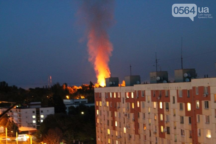 В Кривом Роге: горело админздание в военном городке, начался ремонт «дороги жизни», криворожанина Интерпол задержал в Молдавии (фото) - фото 1
