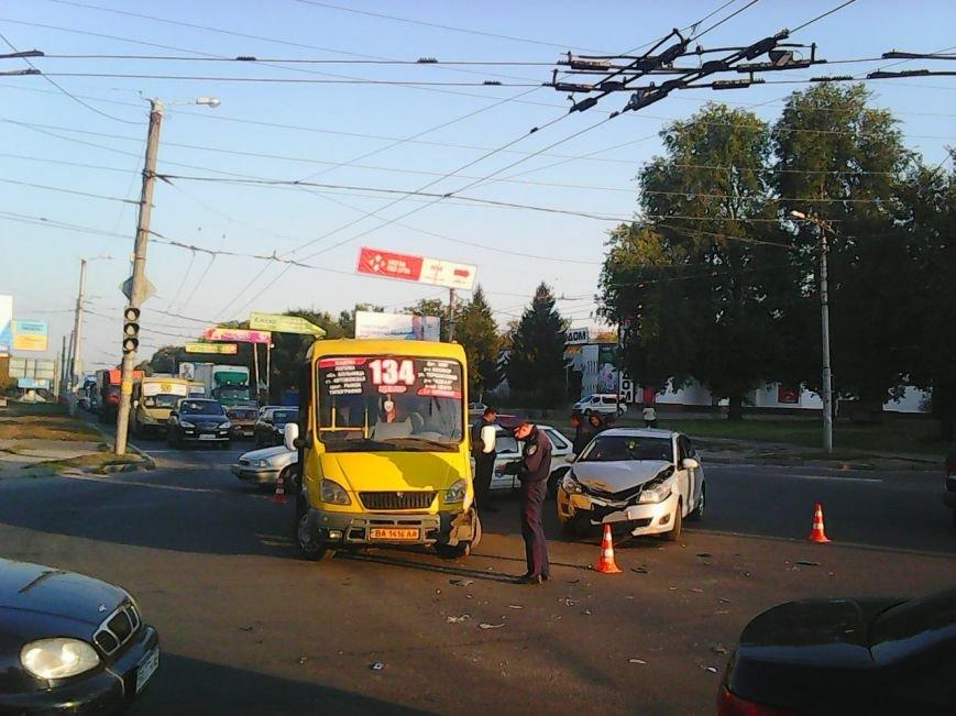 В Кировограде маршрутка попала в ДТП (ФОТО) (фото) - фото 1