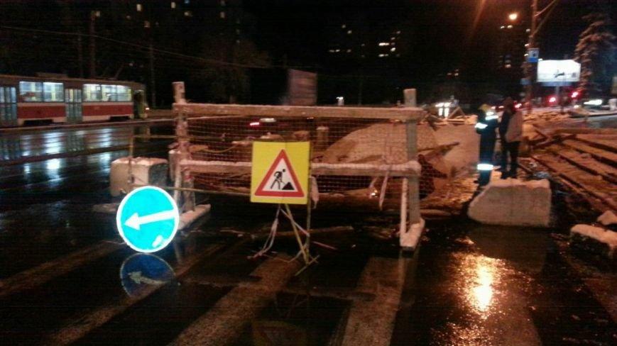 В Ульяновске в яму снова упал автомобиль (фото) - фото 1