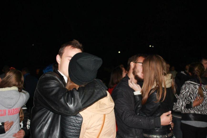 Впервые в Кривом Роге состоялся «Фестиваль поцелуев» (ФОТО, ВИДЕО) (фото) - фото 1