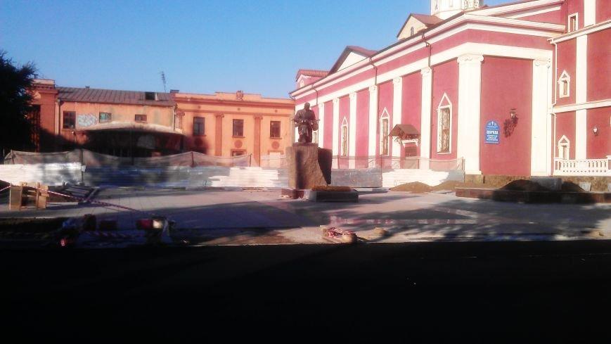 В Кривом Роге на месте бывшего сквера укладывают асфальт (ФОТО) (фото) - фото 1