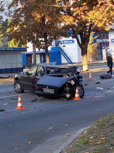 В Харькове произошло жуткое ДТП: «Mercedes» разорвало напополам (ФОТОФАКТ) (фото) - фото 1