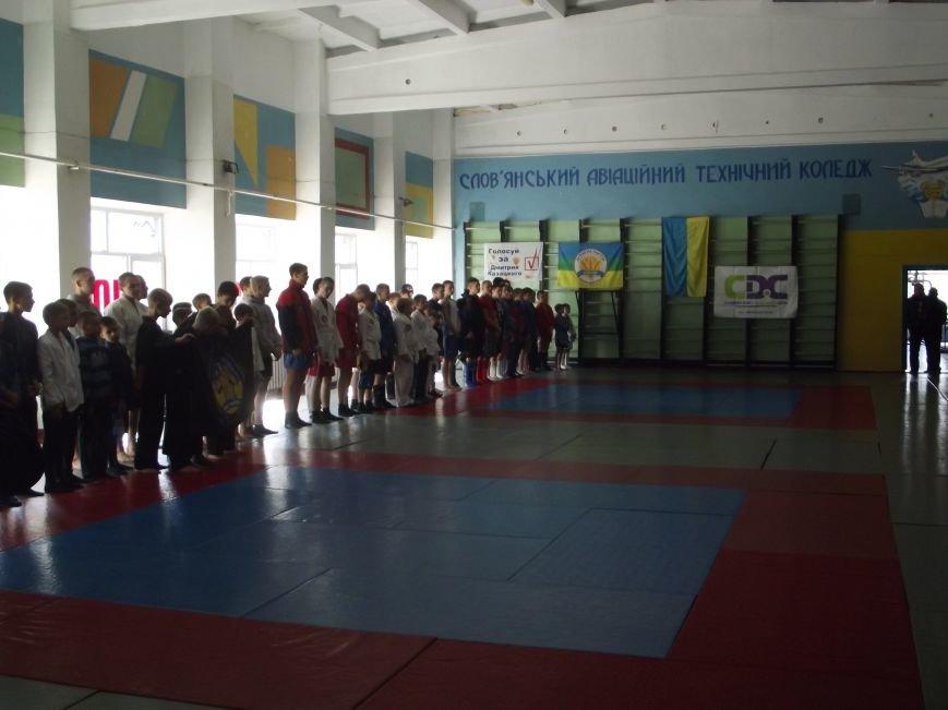 В зале дзюдо проходит чемпионат области по боевому самбо (фото) - фото 1