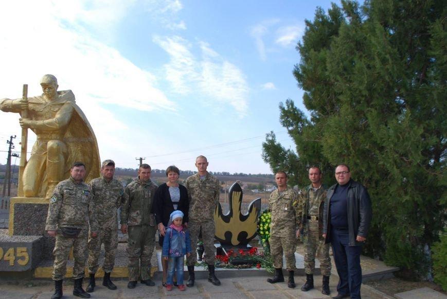 Под Одессой открыли памятник погибшему воину АТО (ФОТО) (фото) - фото 1