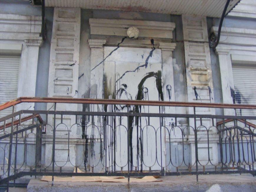 В Николаеве офис бывших коммунистов забросали красской (ФОТОФАКТ) (фото) - фото 1